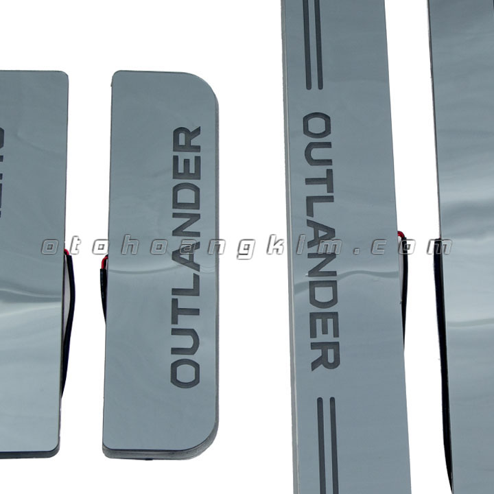 sản phẩm Bệ Bước phần sơn Outlander [2018 - 2020] có đèn
