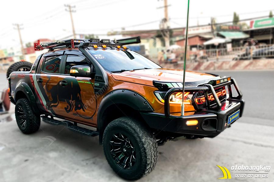 Ốp Cua Lốp Ford Ranger Loại Đinh Hõm