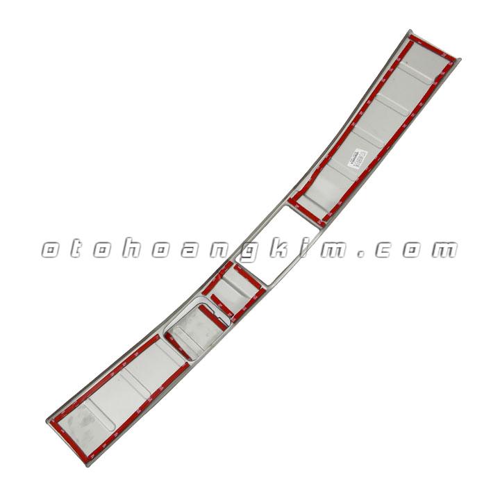 20-chong-tray-cop-nhua-outlander-0303-1.jpg