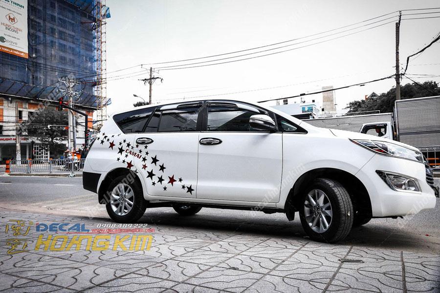 Lên mẫu tem xe Toyota Innova ngôi sao