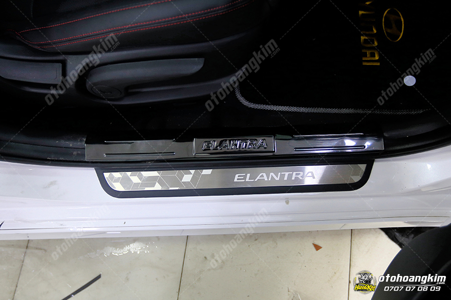 sản phẩm Bệ bước phần nhựa Elantra  [dùng chung]  titan