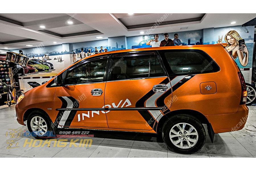 Tem xe Toyota Innova màu cam cực chất