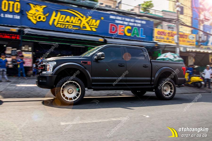Ford F150 Harley full wrap đổi màu xe đen dạng matte