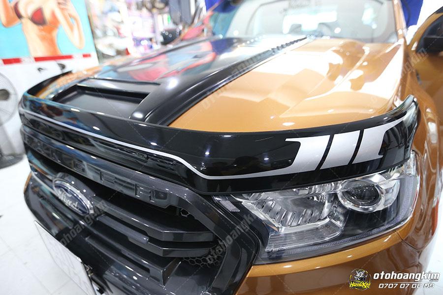 Xe bán tải độ - Ford Ranger gắn lướt gió capo
