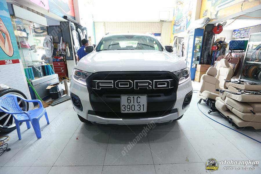 Xe bán tải Ford Ranger độ mặt ca lăng