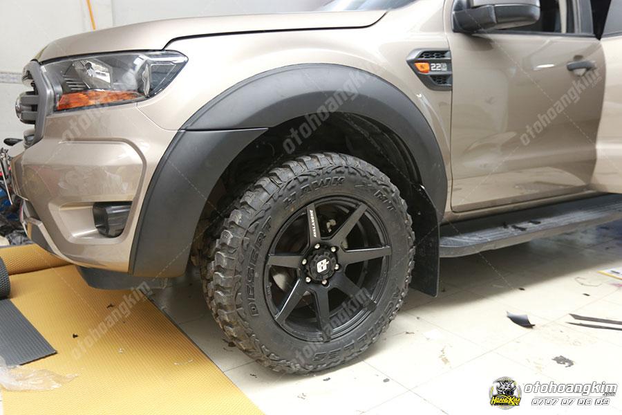 Ford Ranger - xe bán tải độ ốp cua lốp