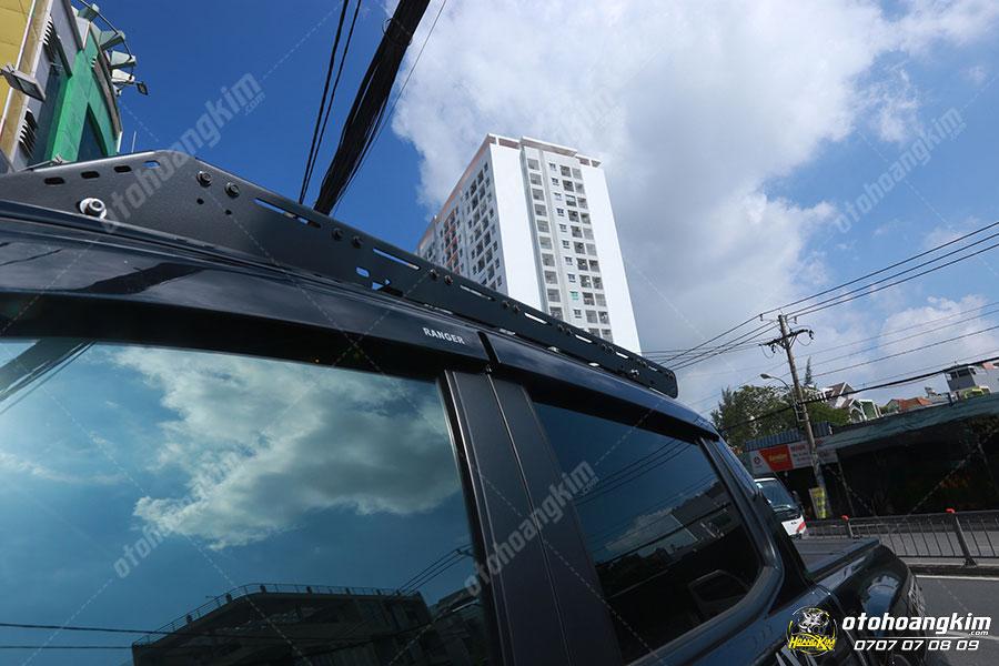 Giá nóc thấp được gắn sát vào phần mui xe không tạo ra khoảng hở