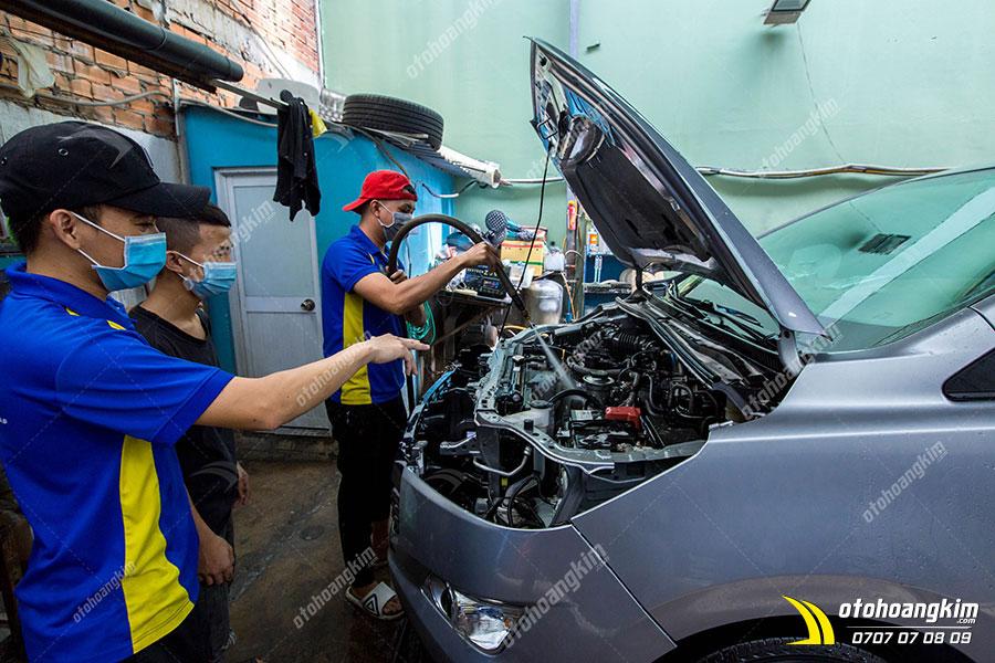 học nghề vệ sinh khoang máy ô tô