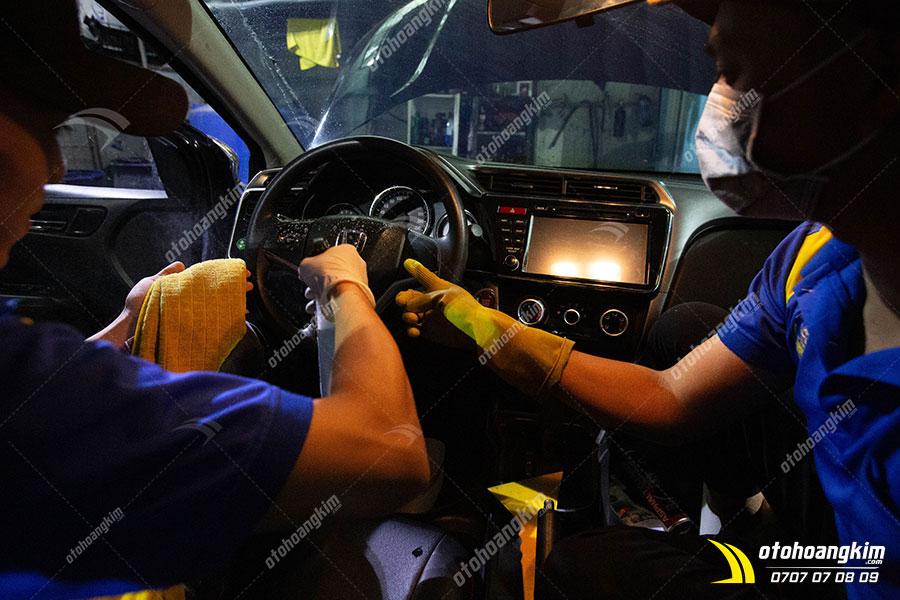 Học nghề vệ sinh nội thất ô tô