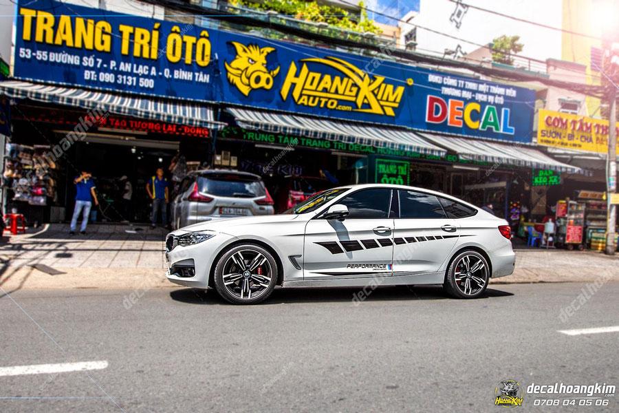 Mẫu tem xe BMW màu đen phối màu sơn trắng