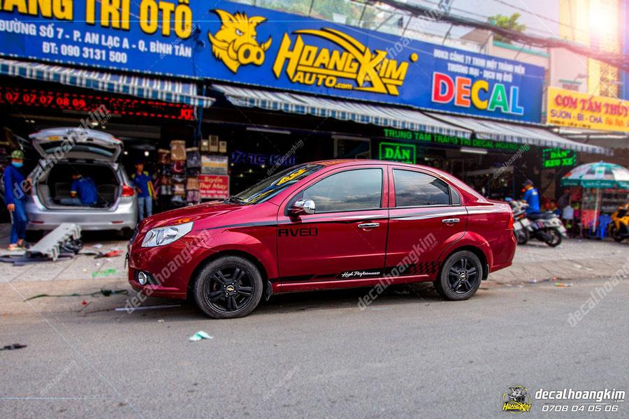 Lột xác lên mẫu tem xe Chevrolet Aveo màu đỏ năng động thể thao