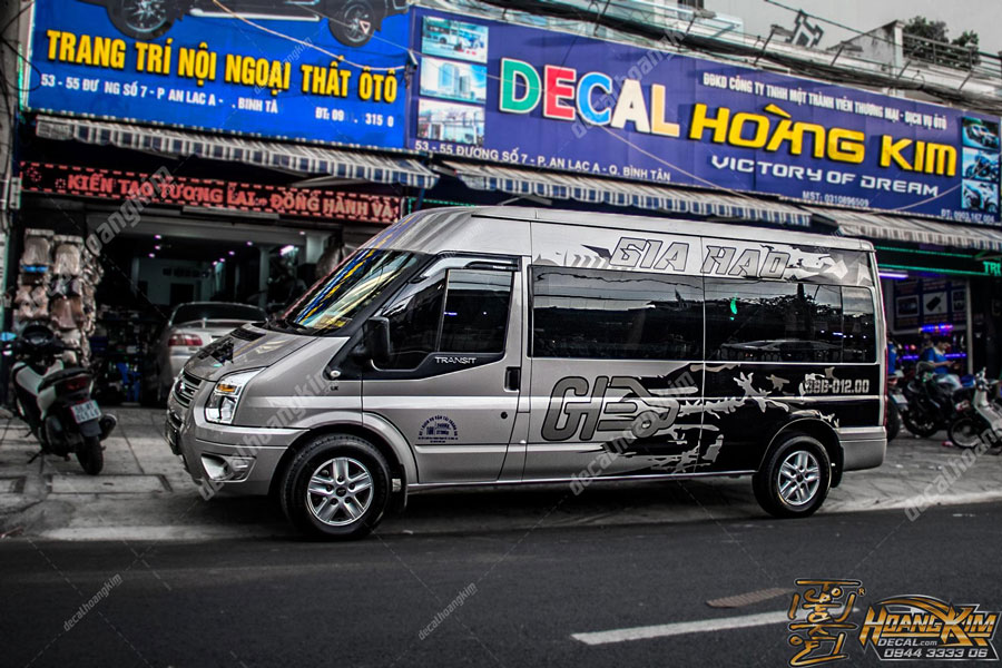 Tem xe Ford Transit độc đáo lạ mắt