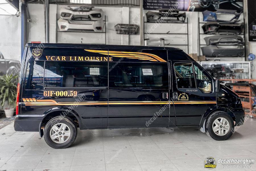 Xe nguyên bản màu đen phối tem xe Ford Transit màu vàng cam trông xe nổi bật hơn hẳn