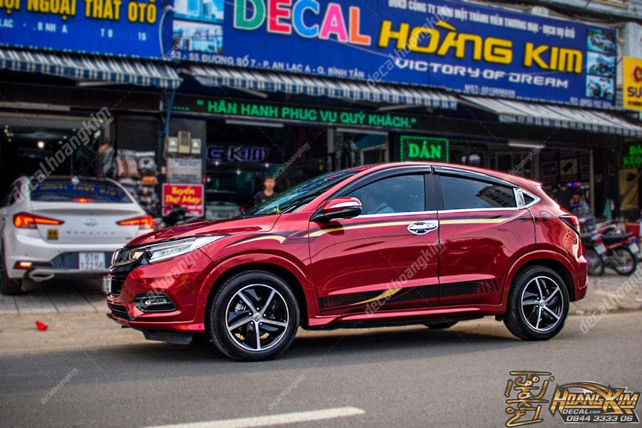 Decal tem xe Honda HR-V đỏ rượu quyến rũ lịch lãm