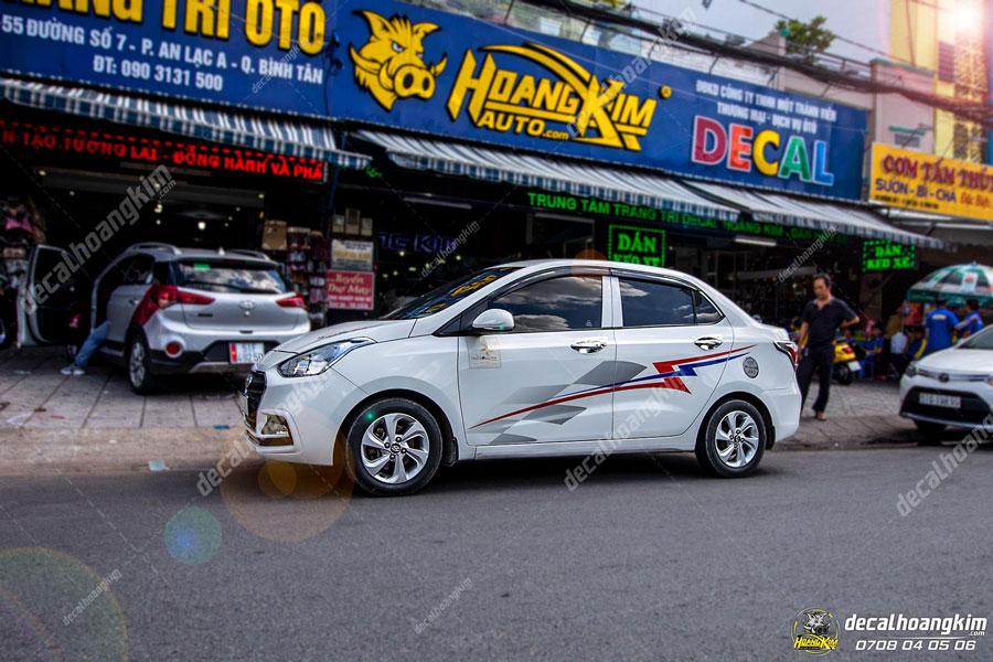 Hoàng Kim lên mẫu tem xe Hyundai I10 cho khách yêu
