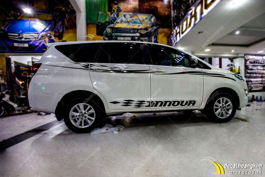 Tem xe Toyota Innova dán sườn