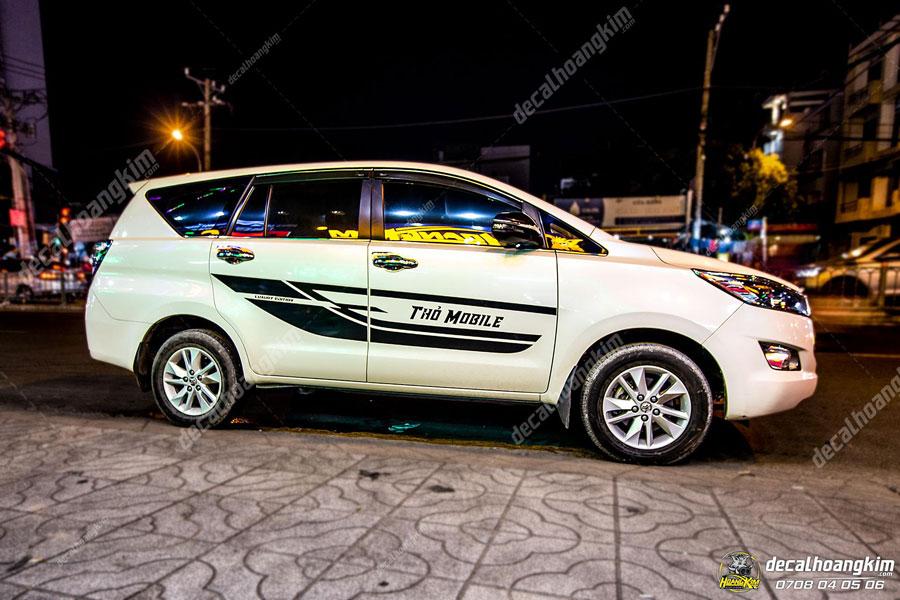 Lên mẫu quảng cáo tem xe Toyota Innova