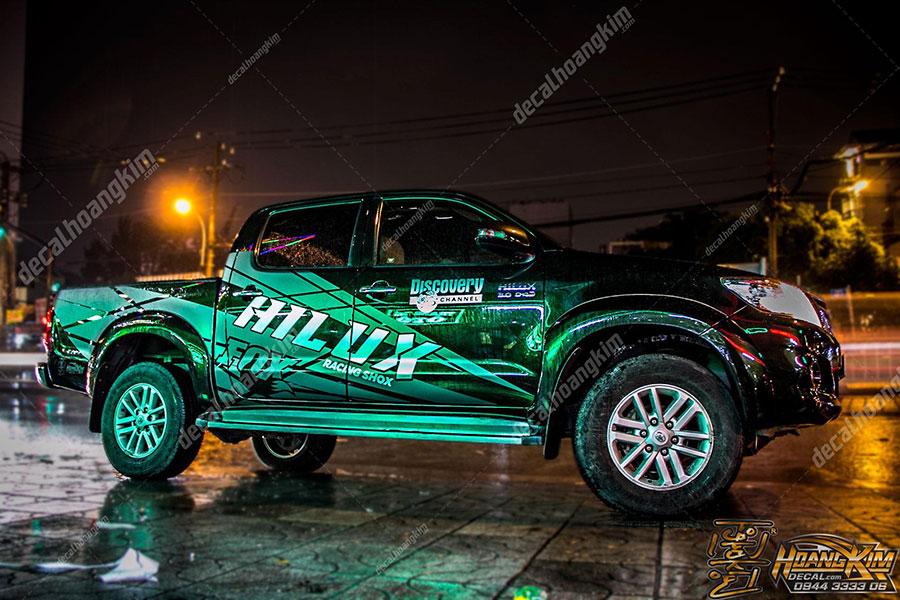 Mẫu tem xe Toyota Hilux độc lạ sáng bóng