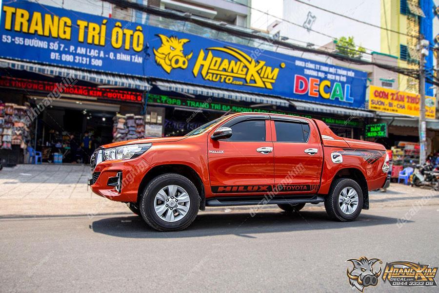 Họa tiết chất lừ cho mẫu tem xe Toyota Hilux