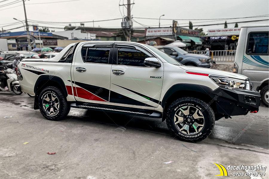 Lên mẫu tem xe Toyota Hilux tuyệt phẩm