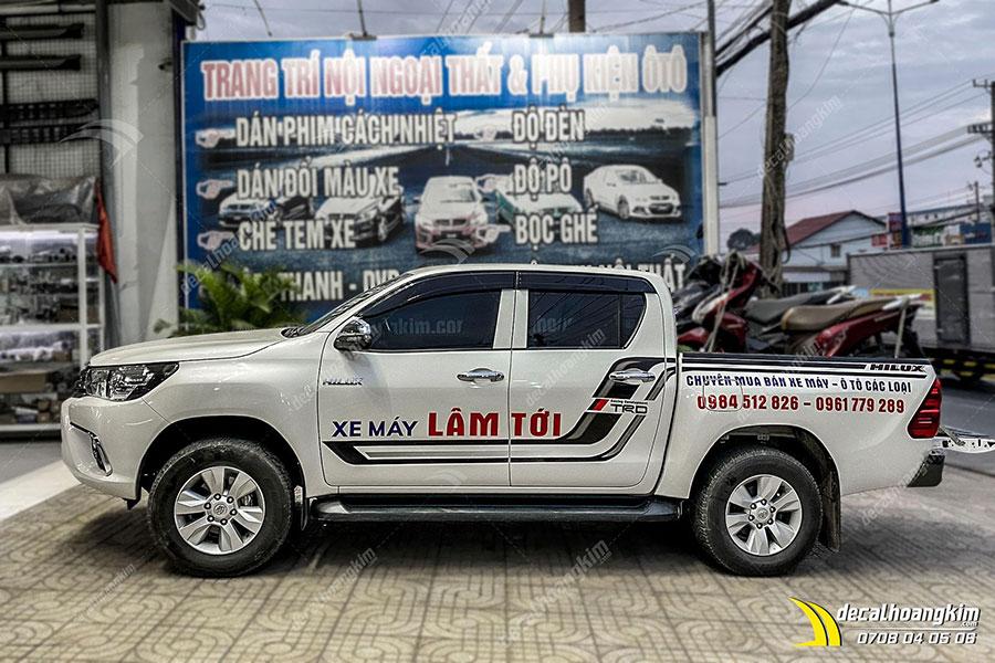 Mẫu tem xe Toyota Hilux thể hiện phong cách cá tính chất chơi cho chủ xế