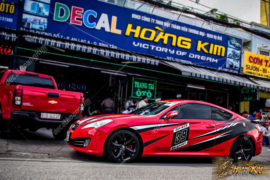 Lên mãu decal tem xe Hyundai Genesis màu đỏ quyến rũ