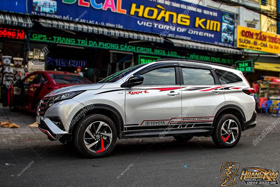 Mẫu tem xe Toyota Rush thể hiện phong cách cá tính chất chơi cho chủ xế