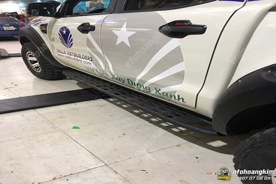 Phụ kiện Ford Ranger - Bệ bước ngoài