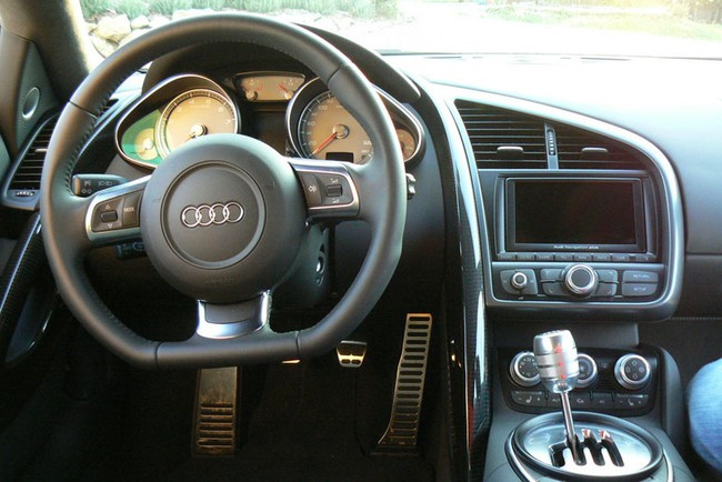 Cần số xe hơi Audi R8
