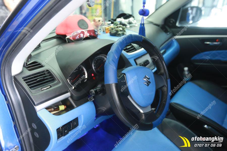 Bọc vô lăng cùng màu với nội thất chiếc Suzuki Swift