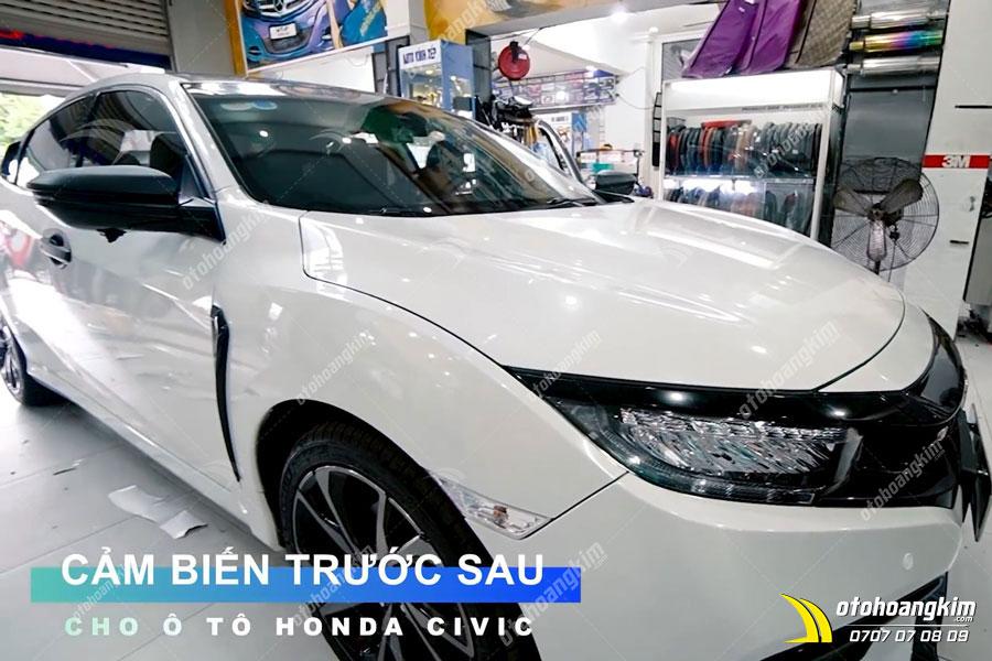 Cảm biến trước sau được gắn hoàn thành trên chiếc Honda Civic