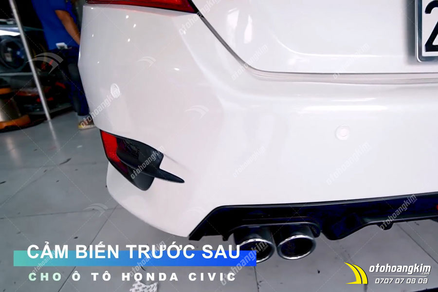 Cảm biến cảnh báo điểm mù được gắn phía sau xe Honda Civic