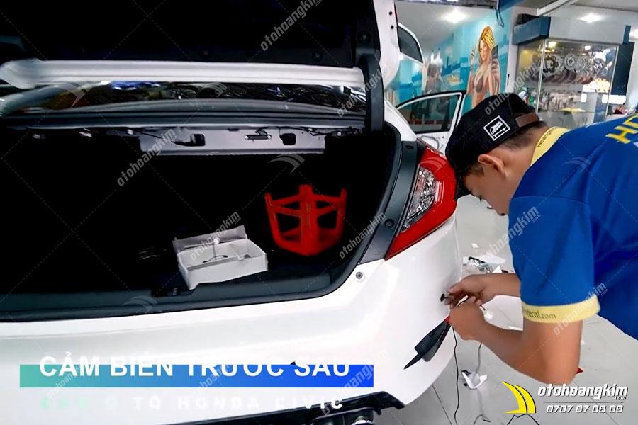Ô tô Hoàng Kim thi công gắn cảm biến trước sau cho xe