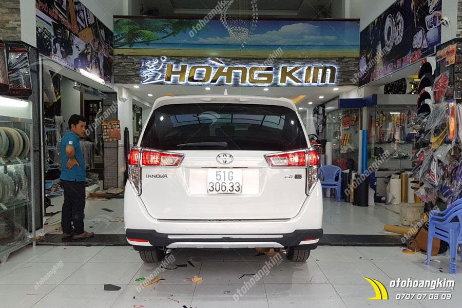 Cản sau ô tô cho chiếc Toyota Innova
