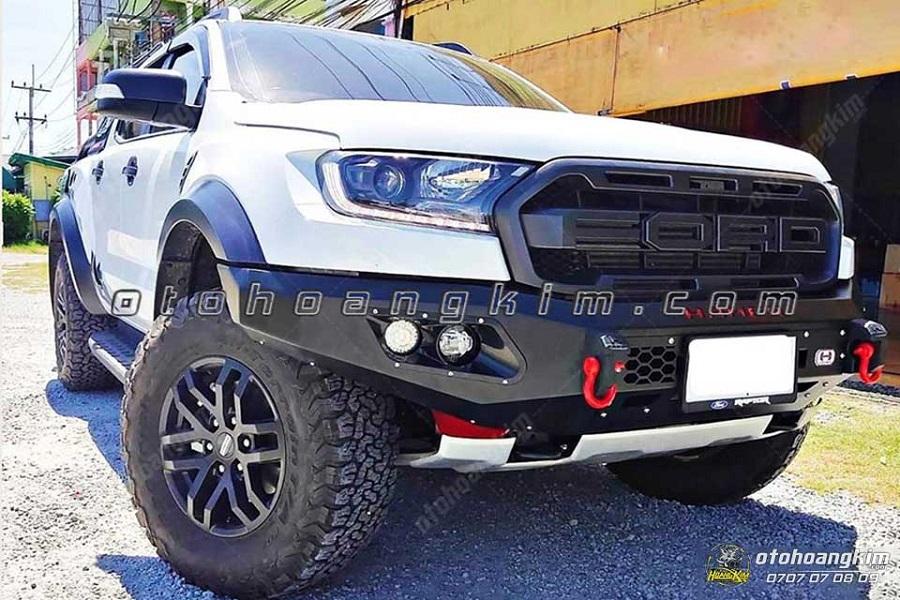 Xe Ford Ranger sau khi được Ô tô Hoàng Kim gắn cản trước Hamer