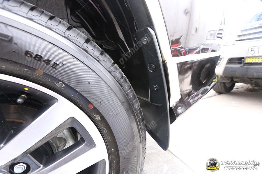 Phụ kiện chắn bùn 4 bánh cho xe Fortuner