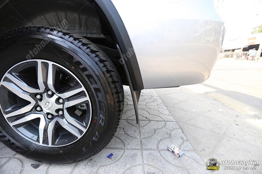 Chắn bùn 4 bánh gắn trên chiếc Toyota Innova
