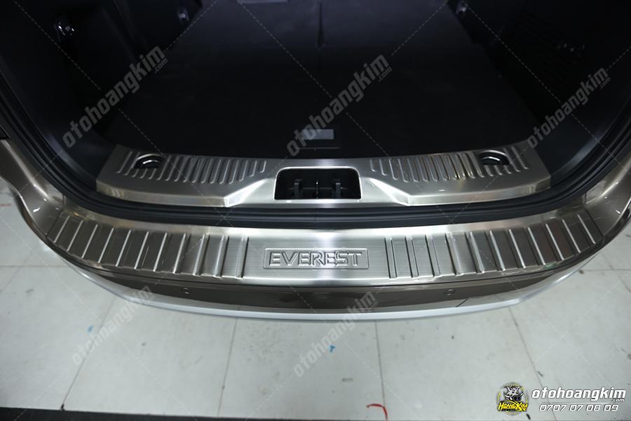 Hình ảnh thực tế nẹp chống trầy cốp cho xe Ford Everest