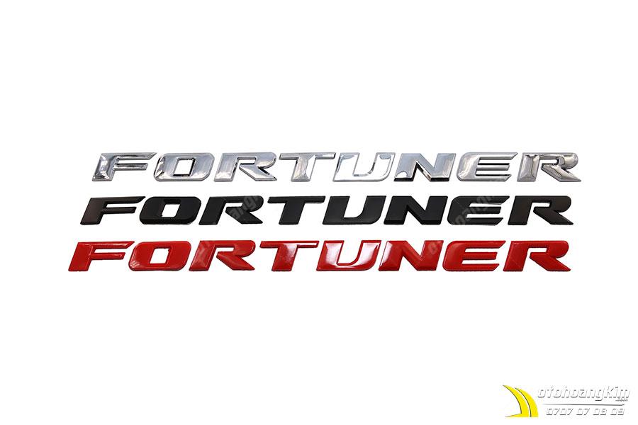 Chữ nổi Fortuner dán ngoài xe ô tô