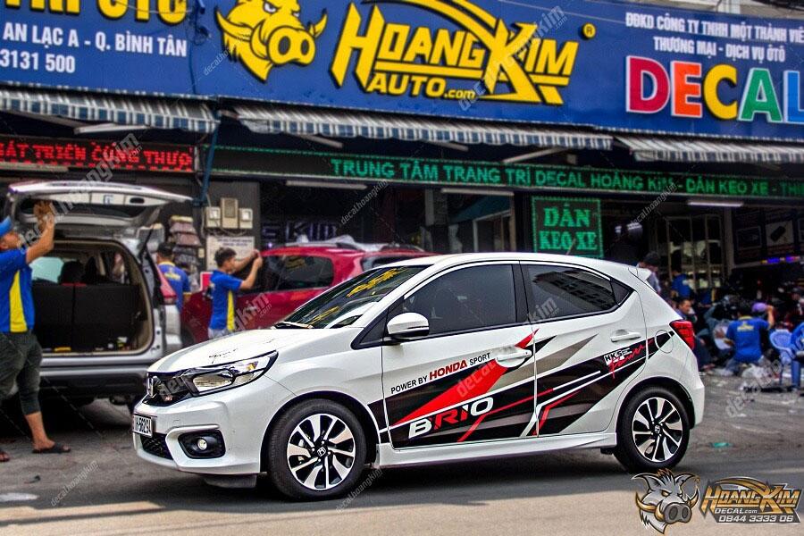 Dán decal - tem xe ô tô Honda Brio sắc sảo tại Ô Tô Hoàng Kim chi nhánh Tp.HCM và Bình Dương