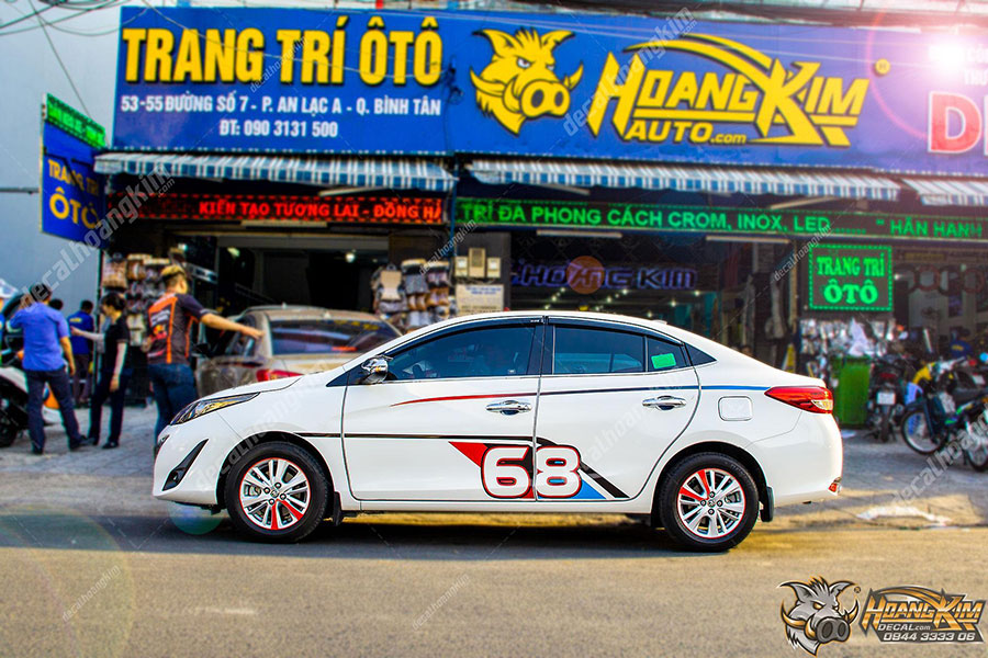 Dán decal - tem xe ô tô Vios mẫu thể thao năng động tại Ô Tô Hoàng Kim chi nhánh Tp.HCM và Bình Dương