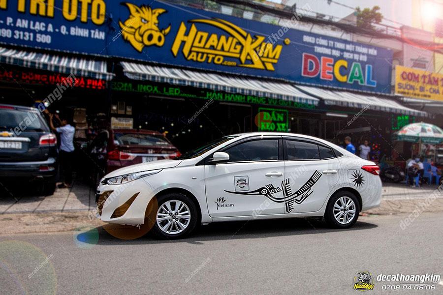 Dán decal - tem xe ô tô Vios tại Ô Tô Hoàng Kim chi nhánh Tp.HCM và Bình Dương