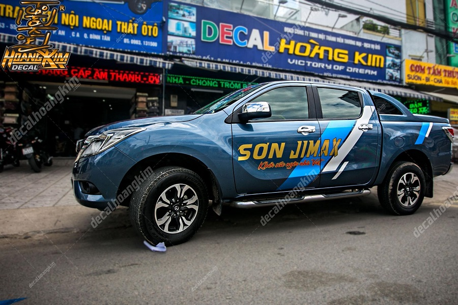 Dán decal - tem xe ô tô quảng cáo cho doanh nghiệp tại Ô Tô Hoàng Kim chi nhánh Tp.HCM và Bình Dương