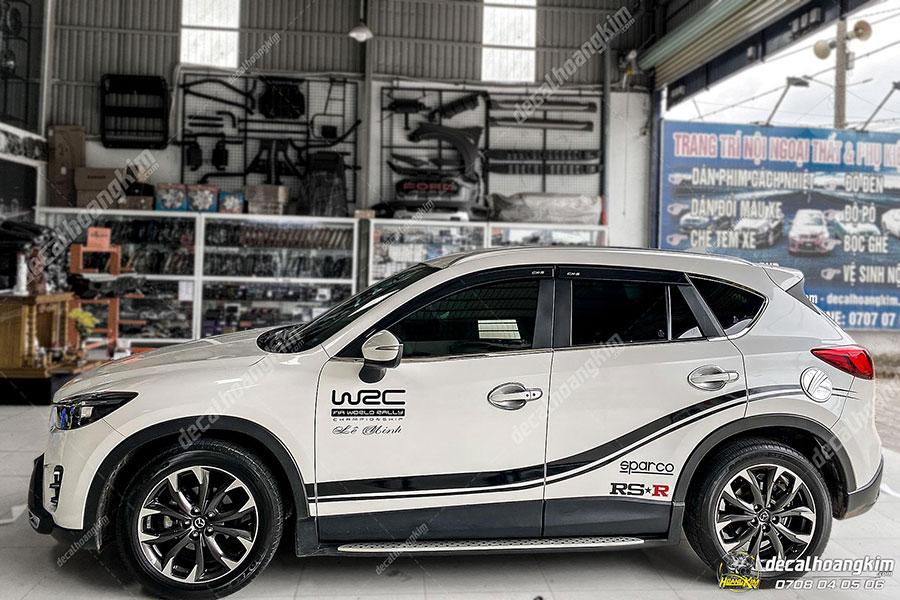 Dán decal - tem xe ô tô Mazda CX5 tại Ô Tô Hoàng Kim chi nhánh Tp.HCM và Bình Dương
