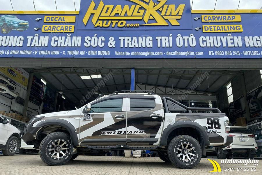 Dán decal - tem xe ô tô Ranger chuyên nghiệp tại Ô Tô Hoàng Kim chi nhánh Tp.HCM và Bình Dương