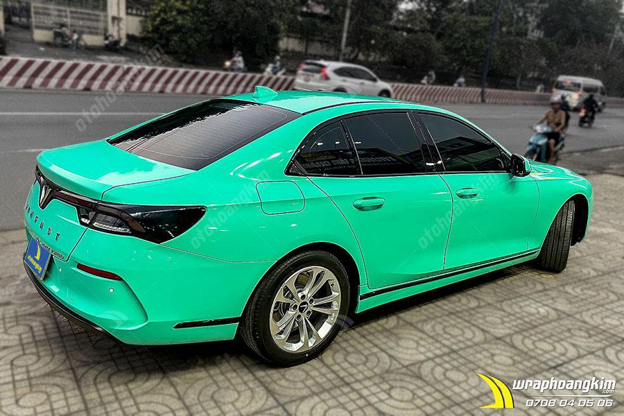 Dán đổi màu Candy xanh ngọc pha lê Vinfast Lux A bảo vệ lớp sơn gốc của xe tránh bị trầy xước, bong tróc