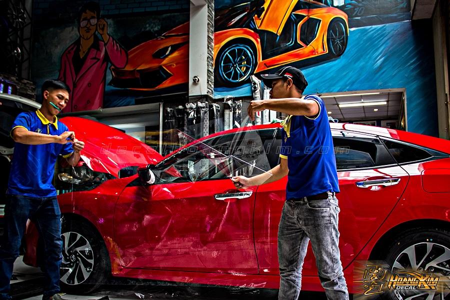 Dán PPF ô tô được thực hiện chuyên nghiệp tại Hoàng Kim