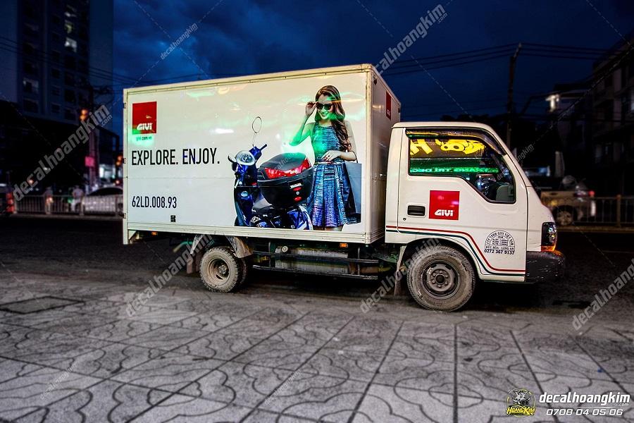Decal quảng cáo trên xe tải