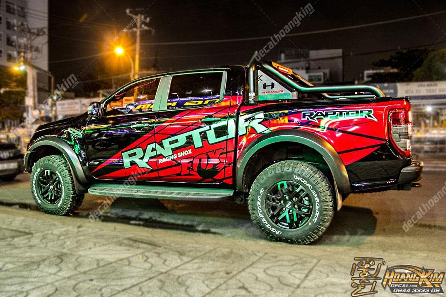 Mẫu decal xe Ford khác trên chiếc Raptor