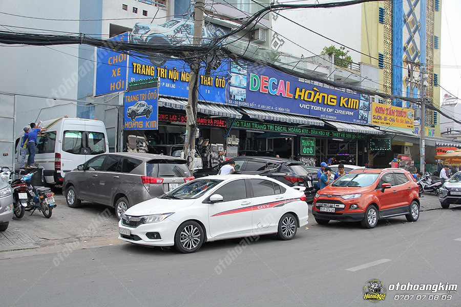 Quý khách cũng có thể đến địa chỉ Hoàng Kim tại Tp.HCM để mua nẹp cacbon chống trầy ô tô giá tốt